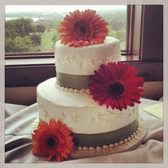 Gerbera daisies wedding cake
