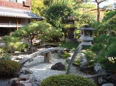 Japanese-Garden-Design with huge Bonsai Tree! Japanese Garden Lanterns, Modern Japanese Garden, Japanese Landscape, Japanese Gardens, Japanese Style, Asian Garden, Chinese Garden, Bonsai, Garden Features