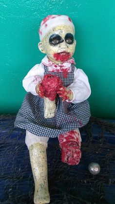 Yoli is a porcelain doll about and in. She's a patient of Willard Asylum. Samhain Halloween, Halloween Doll, Outdoor Halloween, Cheap Halloween, Halloween Ideas, Scary Baby Dolls, Creepy Dolls, Baby Zombie, Zombie Dolls