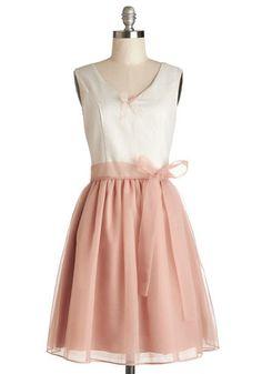 Cute Dress!   Visit www.wedloop.com for fresh wedding idea's!