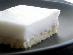 Haupia Squares - Hawaiian coconut pudding dessert on top a buttery crust – The Larissa Monologues Hawaiian Desserts, Asian Desserts, Just Desserts, Delicious Desserts, Yummy Food, Hawaiian Recipes, Hawaiian Dishes, Hawaiian Luau, Hawaiian Cakes