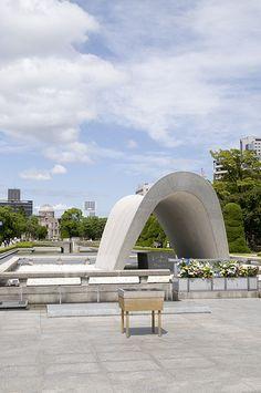 Peace Memorial Park I was Hiroshima E Nagasaki, Hiroshima Peace Memorial, Places To Travel, Places To Visit, Japan Holidays, Japanese Lifestyle, Memorial Park, Japanese Architecture, Famous Places