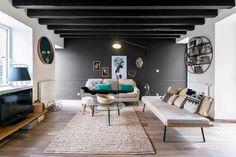 Casinha colorida: Um duplex confortável no estilo Mid Century Modern