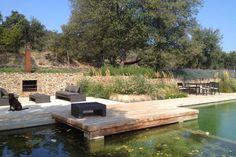 Infinity Pool mit Holzterrasse und Grillstation
