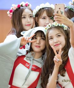 GFriend Yerin, Sowon, Sinb and Eunha Kpop Girl Groups, Korean Girl Groups, Kpop Girls, Bubblegum Pop, Instagram V, Pop Photos, Gfriend Sowon, School Uniform Girls, Korean Star