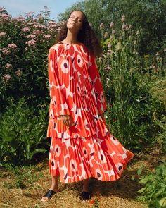 Marimekko Spring/Summer 2020 Ready-to-Wear Fashion Show Vogue Editorial, Editorial Fashion, Haute Couture Style, Tie Dye Fashion, Fashion Show, Women's Fashion, Vogue Paris, Backstage, Marimekko Dress