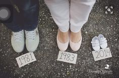 Cute baby announcement photo www.fernandagiara… – Kaylee Holgreen Cute baby announcement photo www.fernandagiara… Cute baby announcement photo www. Cute Baby Announcements, Baby Announcement Photos, Pregnancy Announcement Photography, Maternity Photography Poses, Maternity Poses, Boudoir Photography, Family Maternity Photos, Maternity Pictures, Cute Pregnancy Photos