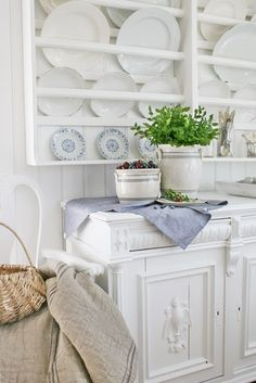 Love this plate rack, must see if I can get someone to make me one!