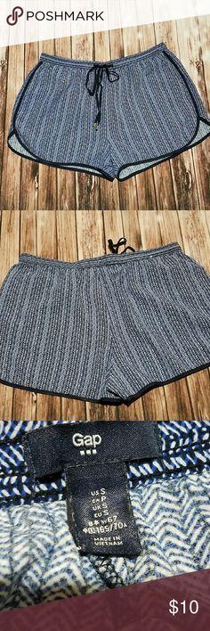 Gap drawstring shorts Comfy short shorts. Drawstring, 2 pockets. Waist 25\