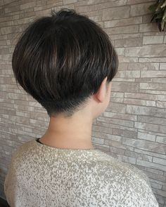 naoko wakamatsuさんはInstagramを利用しています:「サイドは6mmのツーブロックに、襟足は少しだけバリカンを入れてハサミで刈り上げました . とてもお似合いでした . #haircafekuma #ヘアカフェクマ #福生 #美容室 #美容院 #hairsalon #ショートヘア #ツーブロック #刈り上げ #刈り上げ女子…」