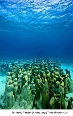 Underwater museum in Cancun | Amazingly Timed Photos