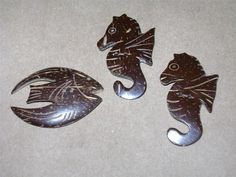 ButtonArtMuseum.com - LOT OF 3 CARVED COCONUT SHELL BUTTONS Leaf Crafts, Wood Crafts, Diy And Crafts, Coconut Shell Crafts, Shelled, Danbo, Scroll Saw Patterns, Seahorses, Shell Pendant