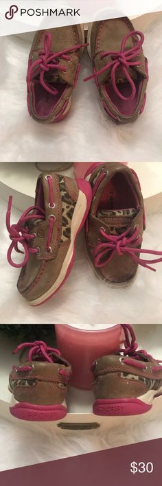 Sperry girls intrepid size 6 toddler shoes Leather sperry shoes with leopard accent and pink laces.used with normal wear. The bottoms are still in awesome CO diction. Just needs some Spot cleaning.  Sry good walking shoe. Sperry Shoes Sneakers