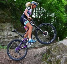 Bike control MTB girl