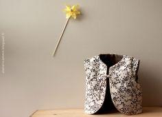 atelier scämmit: Gilet molletonné poussière détoiles ce tissu avec le biais doré, trop chouette!