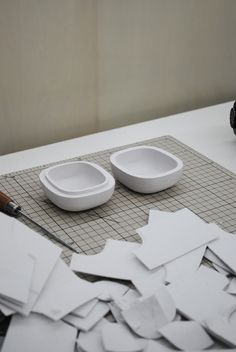 3D printed paper objects before lacquering. Designed by Nendo. The paper printer can also print in full color.
