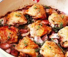 Eddig azt hitted, extra fokhagymásan főzöl? Akkor még nem láttad Nigella Lawson tepsis csirkecomb receptjét, amihez nem kevesebb, mint 40, azaz negyven darab fokhagymagerezdet haszált fel. Nigella Lawson, Viera, Bacon, Chicken, Meat, Food, Essen, Meals, Yemek