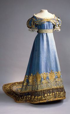 ephemeral-elegance:  Gold Embroidered Silk Moire Ceremonial Dress, ca. 1820sOwned by the Dowager Tsarina Maria Fyodorovna, Widow of Paul I Maria Fyodorovnavia Hermitage Museum