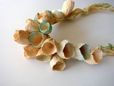 Beige, Türkis, grün, Leinen-Halskette mit Papierblumen. Erklärung Halskette, Bib Halskette, textilen Schmuck, keine Metall-Schmuck. Boho, Hippie, natürlichen Stil, Made in Italy  Zarte, atemberaubende, atemberaubend. Dies ist die perfekte Halskette für Ihren Sommerurlaub! Es ist toll, für Ihren besonderen Anlass oder einfach nur schön und positiv fühlen. Es ist eine einzigartige Komposition aus Blumen aus Papier, montiert auf einem Leinen Band, das Sie um den Hals binden können. Jedes…
