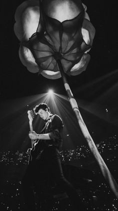 Shawn rocking out with the – Famous Last Words Shwan Mendes, Mendes Army, Shawn Mendes Tour, Justin Bieber, Maxon Schreave, Fangirl, Shawn Mendes Wallpaper, To My Future Husband, Beautiful Boys