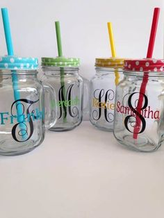 DIY your photo charms, compatible with Pandora bracelets. Make your gifts special. Make your life special! Personalized Monogram Vinyl Mason Jars by Meraki Designs on Etsy Mason Jar Cups, Mason Jar Drinks, Mason Jar Gifts, Mason Jar Diy, Mason Jar With Straw, Plastic Mason Jars, Mason Jar Drinking Glasses, Diy Cadeau Noel, Personalized Mason Jars