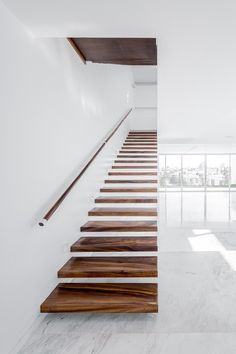 V House, Mexico, Abraham Cota Paredes Arquitectos, Barragan Interior Stairs, Home Interior Design, Scandinavian Interior Living Room, Modern Decorative Objects, Escalier Design, Architecture Design, Floating Staircase, Modern Stairs, Contemporary Stairs
