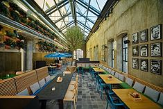 Almost 2.000 square meters of the very first Turkish brewery, released in Istanbul by the Bomonti brothers one hundred years ago, have been rehabilitated by the Spanish design firm Lagranja. Turned into a craft brewery and a large restaurant, The...