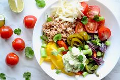 Brighten up your meal and get deep into plant based cooking with this delicious and easy Fajita Farro Bowl with Avocado Cream - a healthy crowd pleaser. Vegetarian Recipes, Healthy Recipes, Healthy Food, Avocado Cream, Stone Soup, Stuffed Green Peppers, Fajitas, Easy Dinner Recipes, Healthy Choices