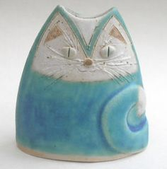 Ceramic cat ~ by British potter Helen Billingsley - Etsy shop at… Pottery Animals, Ceramic Animals, Clay Animals, Ceramics Projects, Clay Projects, Ceramic Clay, Ceramic Pottery, Clay Cats, Kids Clay