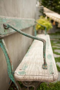 A Rustic Backyard Bench Loft Design, Modern Design, Old Benches, Park Benches, Garden Benches, Patio Bench, Garden Drawing, Style Vintage, Decor Vintage
