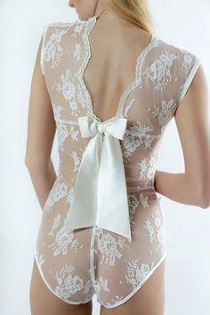Braut Dessous | #hochzeit #braut #dessous #lingerie #unterwäsche #spitze #schleifchen #hochzeitsnacht | repinned by @hochzeitsplaza