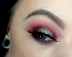 Makeup Geek Outter V, Pointed Crease, Crease, Small Crease, and Soft Dome Brushes + Makeup Geek Eyeshadow in Beaches and Cream, Bitten, Cherry Cola and Creme Brulee + Manny MUA x Makeup Geek Palette. Look by: Morgan Leek