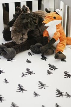 DIY || Hand Stamped Crib Sheets. Forest theme nursery.