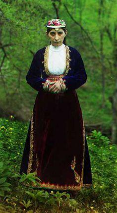 СЕРГЕЙ ПРОКУДИН-ГОРСКИЙ Мугань. Женщина в национальном костюме