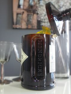 Hendrick's Gin Bottle Hinged Candy Dish / Nut Dish por Rehabulous