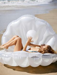 Spring 2017 favorites: mermaid shell pool float - a must have accessory if you're planning a bachelorette party or headed to yacht week! Summer Fun, Summer Time, Spring Summer, Summer Beach, Funny Summer, Summer Pool, Style Summer, Mermaid Shell, Mermaid Float