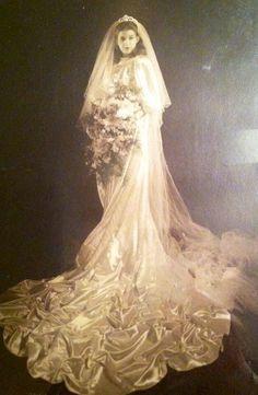 Gorgeous vintage wedding gown - 1941