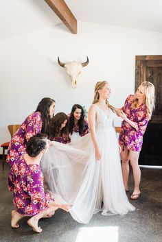 Desert Wedding at Rimrock Ranch by Julie Shuford Palm Springs wedding and engagement photographer. Including bride and groom fashion posing inspiration and elopement locations. weddingphotography weddingtips wedding PalmSpringsweddingphotographer Wedding Planning Inspiration, Elopement Inspiration, Groom Fashion, Bridal Fashion, California Wedding Venues, Bridal Hair And Makeup, Groom Style, Wedding Vendors, Palm Springs