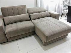 Sofá com chaise retrátil e encosto reclinável foi a escolha da blogueira Sheila Mendes