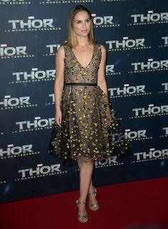 Natalie Portman in Dior alla premiere di 'Thor 2′ a Parigi e a Londra. Voi quale preferite ?http://www.sfilate.it/209473/natalie-portman-dior-alla-premiere-thor-2%E2%80%B2-parigi