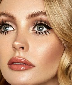 makeup 2018 tutorial makeup on hand makeup looks for green eyes makeup makeup liner makeup list makeup cleanser eye makeup cause headaches Mod Makeup, Retro Makeup, Hair Makeup, 70s Disco Makeup, Sixties Makeup, 1970s Makeup Eyes, Disco 70s, Sleek Makeup, Vintage Eye Makeup