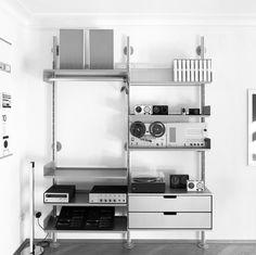 Regalsystem 606 by Dieter Rams for Vitsœ Cd Storage, Vinyl Storage, Modular Shelving, Shelving Systems, Dieter Rams Design, Pretty Things, Home Studio Music, Audio Room, Bauhaus
