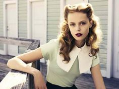 Vintage Hairstyles Iconic Fashion - My Modern Metropolis LOVE THIS HAIRSTYLE. - Swedish fashion model Frida Gustavsson portrays a gorgeous beauty for the November issue of Elle Sweden. Looking quite like Allie Hamilton from the Frida Gustavsson, Cabelo Pin Up, Peinados Pin Up, Retro Hairstyles, Straight Hairstyles, Wedding Hairstyles, 1940s Hairstyles For Long Hair, Bridesmaid Hairstyles, Long Haircuts