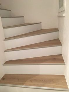 Maytop - Tiptop Habitat - Habillage d'escalier, rénovation descalier, re. Tile Stairs, Concrete Stairs, Basement Stairs, House Stairs, Interior Stairs, Interior Design Living Room, Home Decor Trends, Diy Home Decor, Stair Makeover