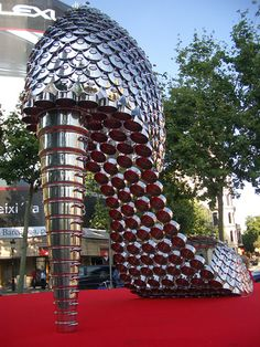 Joana Vasconcelos And Andy Warhol Together For Pure Pop Art Appropriation Art, Portuguese Culture, Tate Gallery, Link Art, Recycled Art, Recycled Materials, Installation Art, Art Installations, Andy Warhol