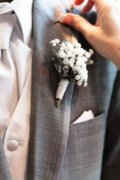 is that baby's breath? sweet + simple.