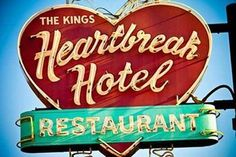 The King's Heartbreak Hotel/Restaurant, Memphis (Tennessee, USA) Old Neon Signs, Vintage Neon Signs, Old Signs, Vintage Love, Vintage Style, Burger Bar, Badges, Rockabilly, Heartbreak Hotel