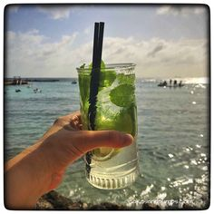 Mojito at the beach of Jan Thiel baai curacao, cakesandpumps.com