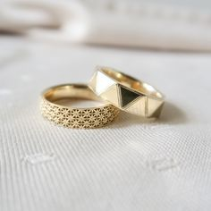 Work with us to create a bespoke engagement or wedding ring. We specialize in men's engagement rings, engraved wedding rings, rose cut diamond rings, fine jewelry, and custom design. Mens Wedding Rings Platinum, Mens Gold Rings, Gold Rings Jewelry, Womens Jewelry Rings, Jewelery, Gold Ring Indian, Indian Wedding Rings, Gold Wedding Rings, Mens Ring Designs
