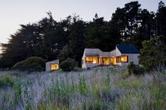 Sea Ranch, California // Turnbull Griffin Haesloop Architects // Photo: David Wakely